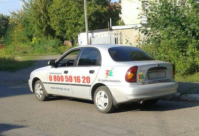 Ужгородські патрульні зупинили водія, який керував напідпитку службовим авто