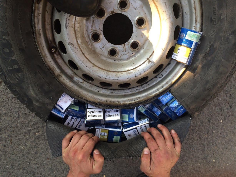 Хвилювання перекреслило всю винахідливість чоловіка, який намагався перевезти через кордон сигарети