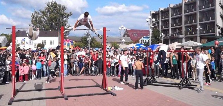 Команда воркаутерів з Великого Бичкова показала майстер-клас у Тячеві