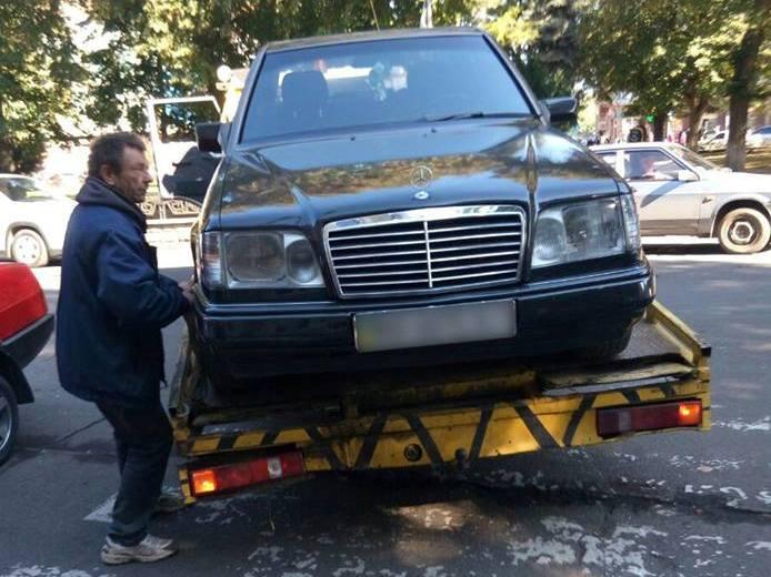 В Ужгороді чергові автівки евакуювали патрульні за порушення правил дорожнього руху