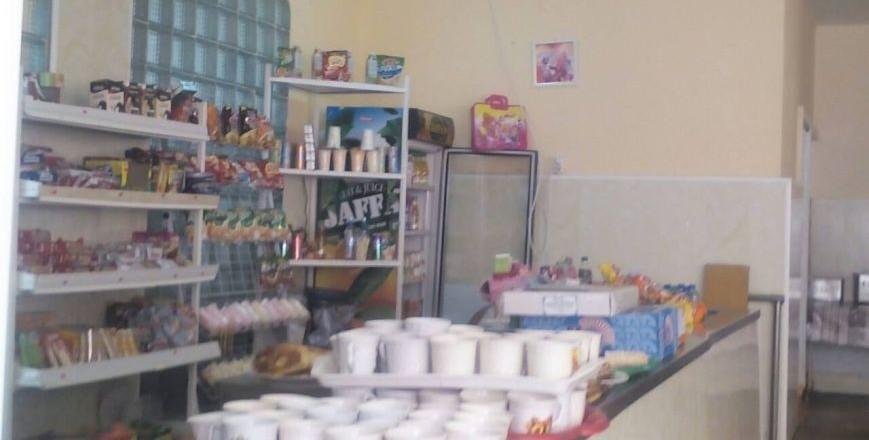 Учениця однієї із шкіл Ужгорода отруїлась солодощами, купленими у їдальні