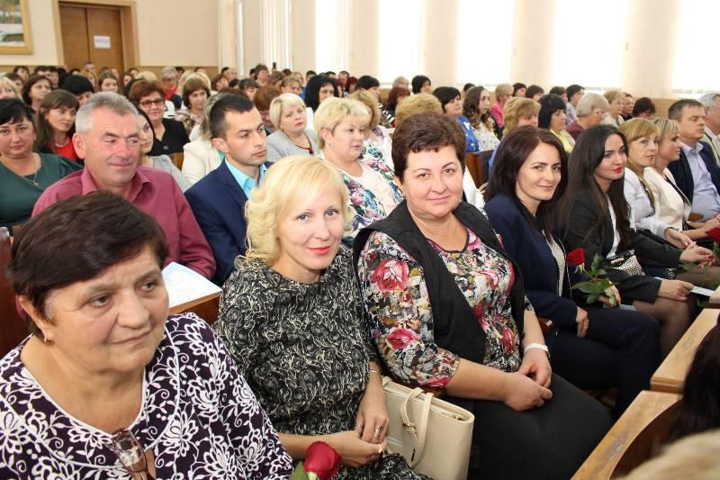 Освітян Мукачівщини вітали із професійним святом