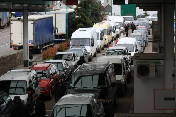 На митному посту біля румунського кордону скупчились вантажівки з Росії