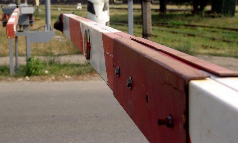 У Перечині водій на регульованому залізничному переїзді в'їхав у пасажирський потяг
