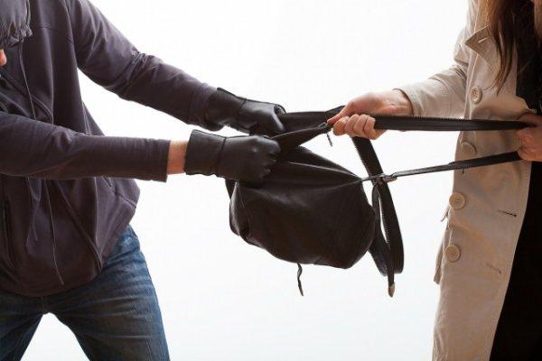 В Ужгороді затримали грабіжника, який крав жіночі сумки