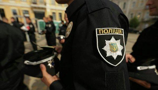 В Ужгороді у підозрілих осіб, які ховались у кущах, поліцейські знайшли наркотики