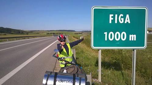 Велосипедом до Берліна: хворий 12-річний мукачівець заради мрії здійснив неможливе