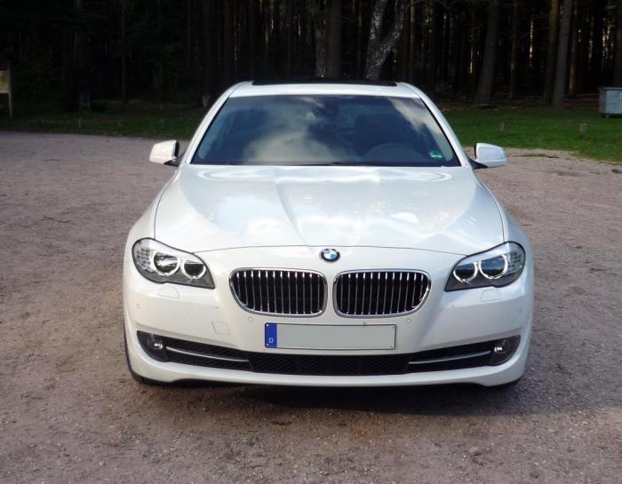 Закарпатські митники вилучили «BMW» з підробленими номерами