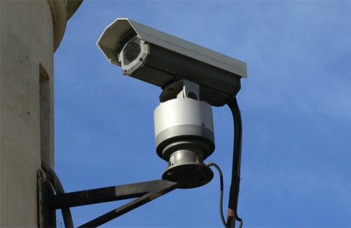 У Мукачеві чоловік вкрав вісім камер вуличного відеоспостереження