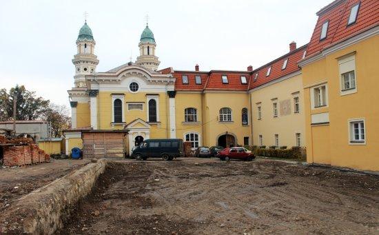 В Ужгороді біля греко-католицького кафедрального собору планують відновити старий парк