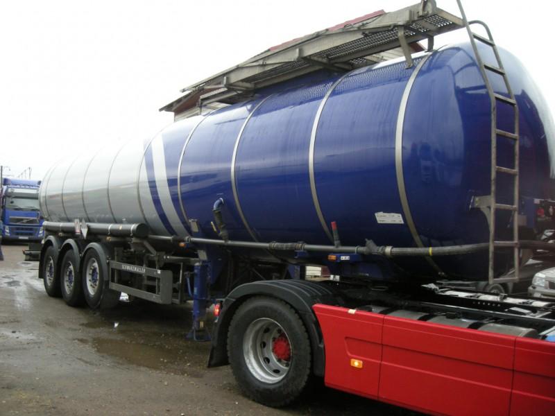 """На КП """"Ужгород"""" у вантажівки, яка везла хімікати з Угорщини в Україну, спрацював запобіжний клапан"""