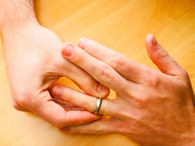 Із пальця сплячого мукачівця гість вкрав золотий перстень, а з шафи – тисячу гривень