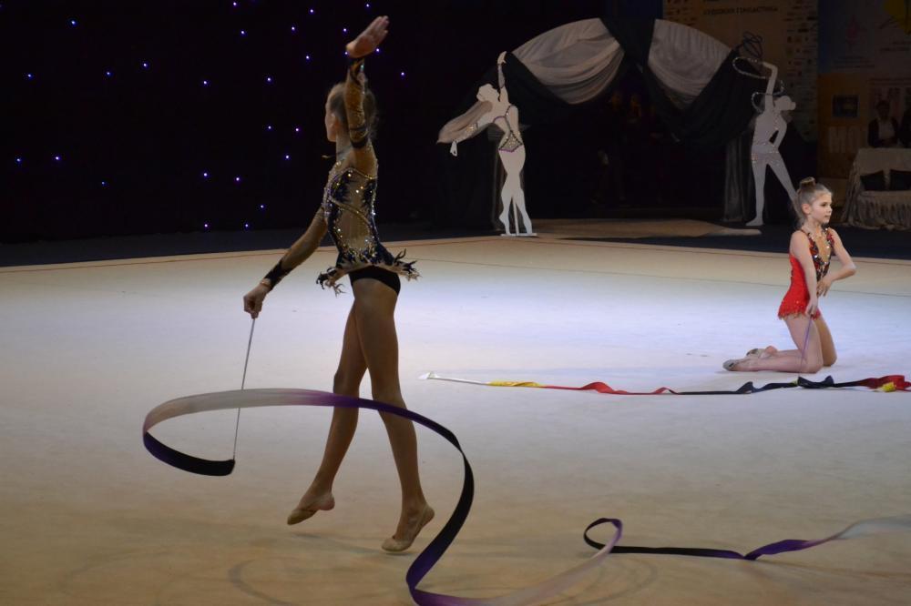 Команди зі всієї України з'їхались до Ужгорода на змагання з художньої гімнастики