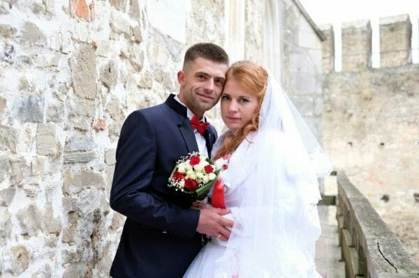 Закарпатський військовий у зоні АТО запропонував одружитись своїй коханій прямо в окопі під час обстрілу з мінометів