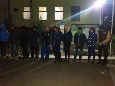 Закарпатські та словацькі прикордонники затримали 22-х нелегалів з Південно-Східної Азії