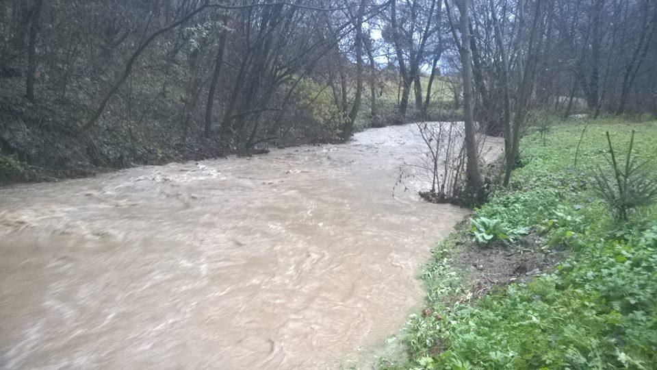 На Свалявщині через сильні опади малий потічок трансформувався у річку