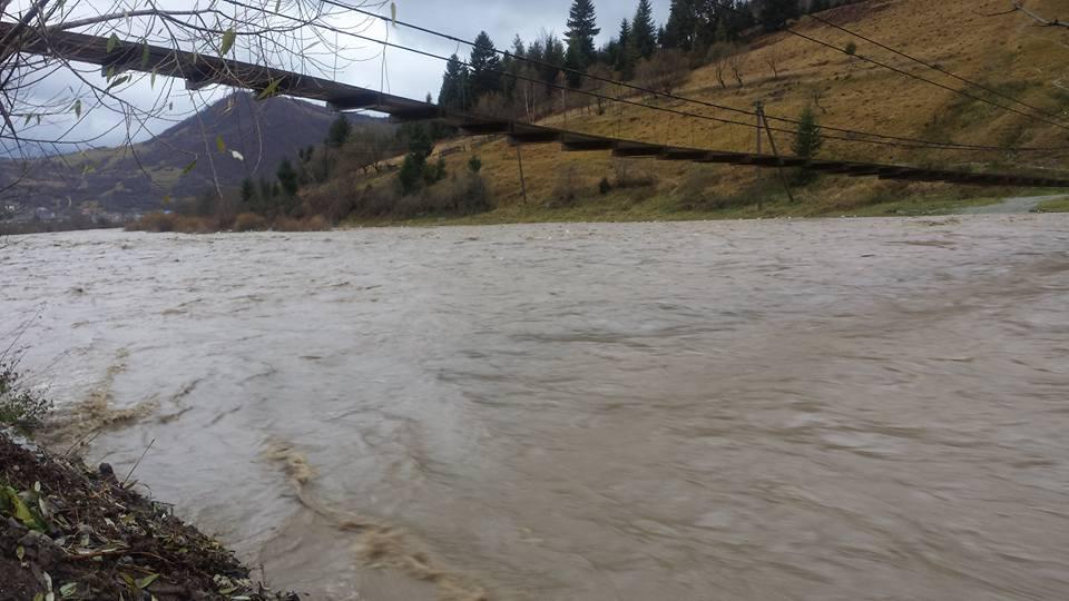 У Міжгір'ї через зливи піднявся рівень води у річці Ріка