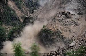 Через сильні опади на Воловеччині стався зсув ґрунту