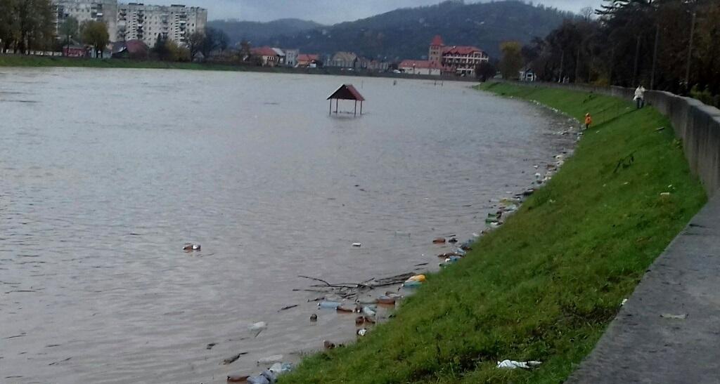Рівень води у річці Латориця у Мукачеві сягнув 10-метрової позначки
