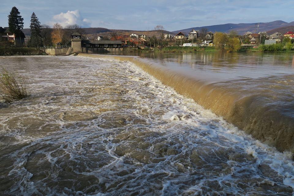 Рівень води у річці Уж неподалік Ужгорода знизився на два метри