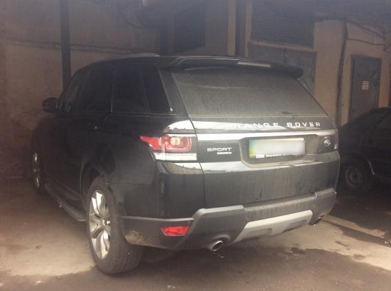 """Мукачівські поліцейські знайшли два викрадені позашляховики """"Range Rover"""""""