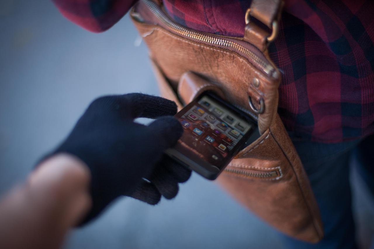 У Мукачеві чоловік вкрав телефон у свого товариша