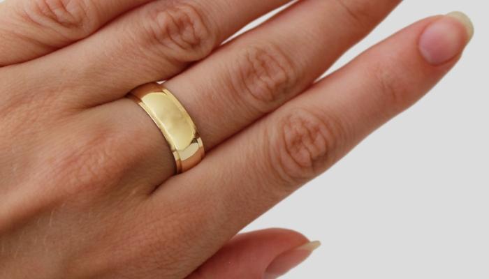 На Рахівщині чоловік побив знайому і відібрав у неї золоту обручку
