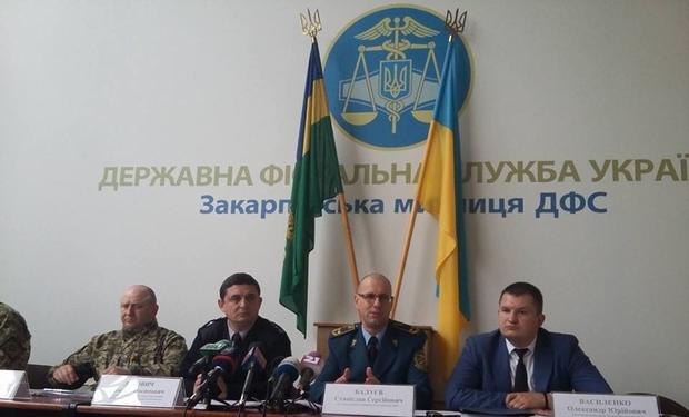 """Закарпатські """"пересічники"""" зірвали прес-конференцію митників, – ЗМІ"""