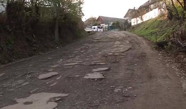 Місцеві мешканці обурені бездоріжжям у селі Дешковиця