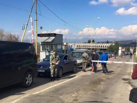 """Словаччина та Румунія призупинили пропуск легкових авто у бік України через акцію """"пересічників"""""""