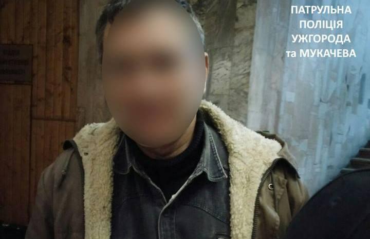 У мікрорайоні Росвигово в Мукачеві п'яний чоловік чіплявся до жінок
