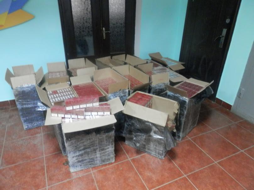 Група контрабандистів попалась при спробі незаконного переміщення через кордон сигарет