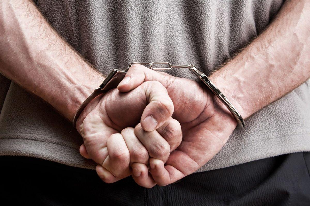 Мукачівські поліцейські затримали особу, яка підозрюється у скоєнні крадіжки двох люків