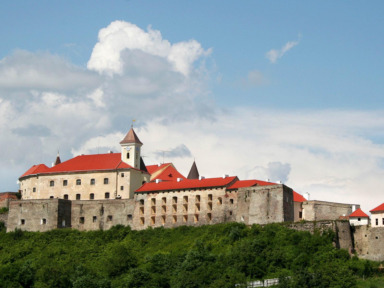 """У Мукачівському замку """"Паланок"""" відкриють виставку робіт відомих художників Закарпаття"""