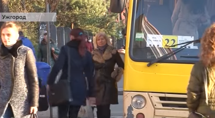 Водій ужгородської маршрутки, якого звинувачують у нападі на студента, і далі працює