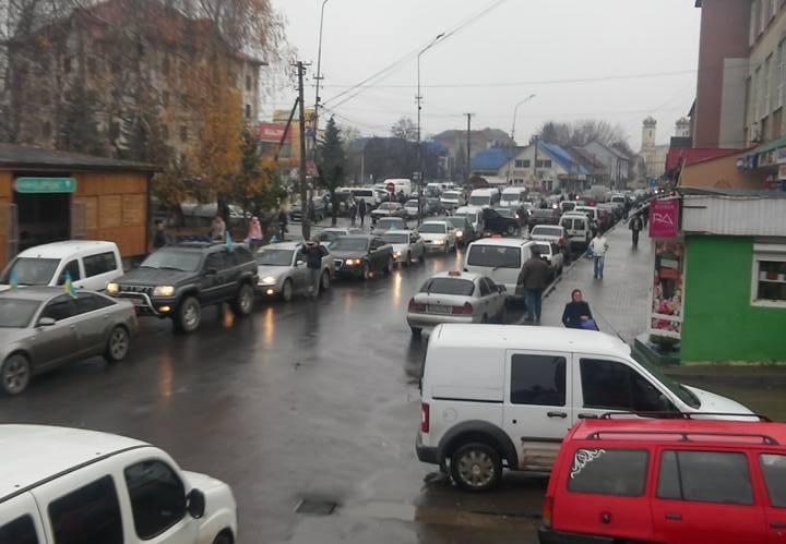 """""""Пересічники"""" влаштували автопробіг з Тячева до Ужгорода: у колоні близько 300 автомобілів"""