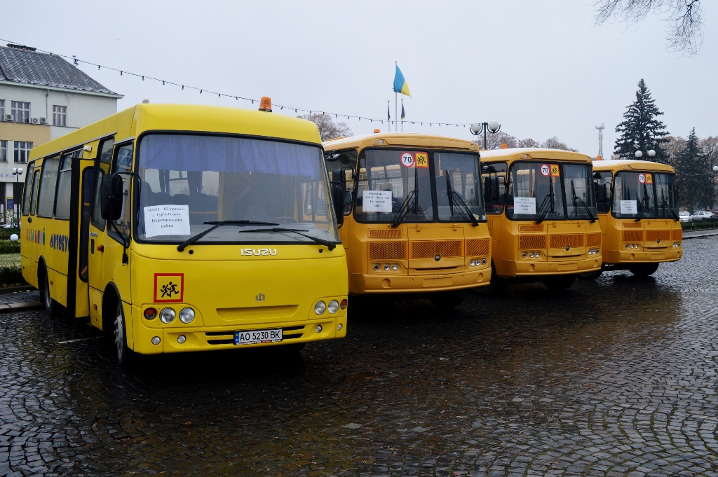 Для шкіл Закарпаття за рахунок зекономлених на тендерах коштах до кінця року закуплять додатково ще три шкільні автобуси