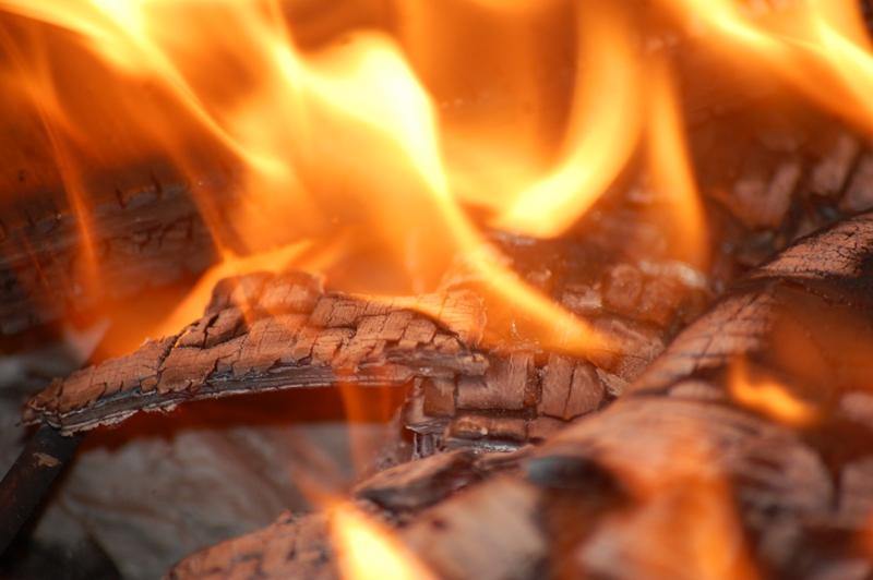 Сто тисяч гривень збитків: велика пожежа у Вишкові знищила домашнє майно власників обійстя
