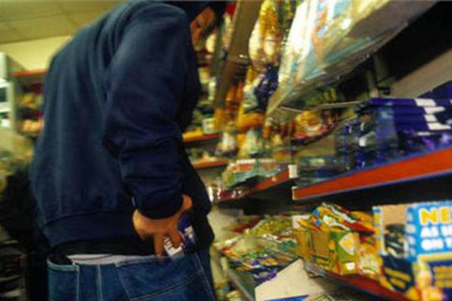 Чоловік кожні 2-3 дні приходив до супермаркету, щоб викрасти по кілька товарів кожного разу
