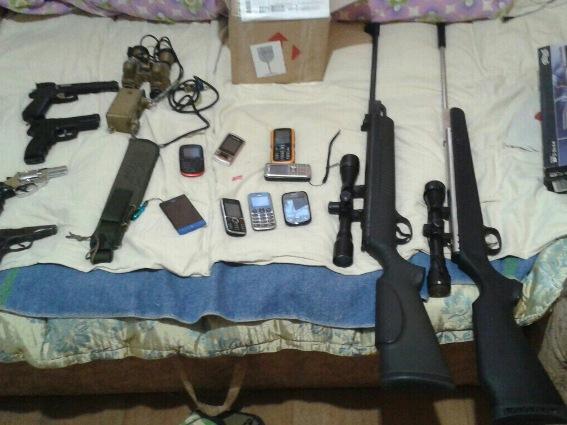 За фактом зберігання великої кількості нелегальної зброї поліція порушили проти чоловіка кримінальне провадження