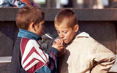 Половина ужгородських школярів, які курять, спробували сигарети із цікавості