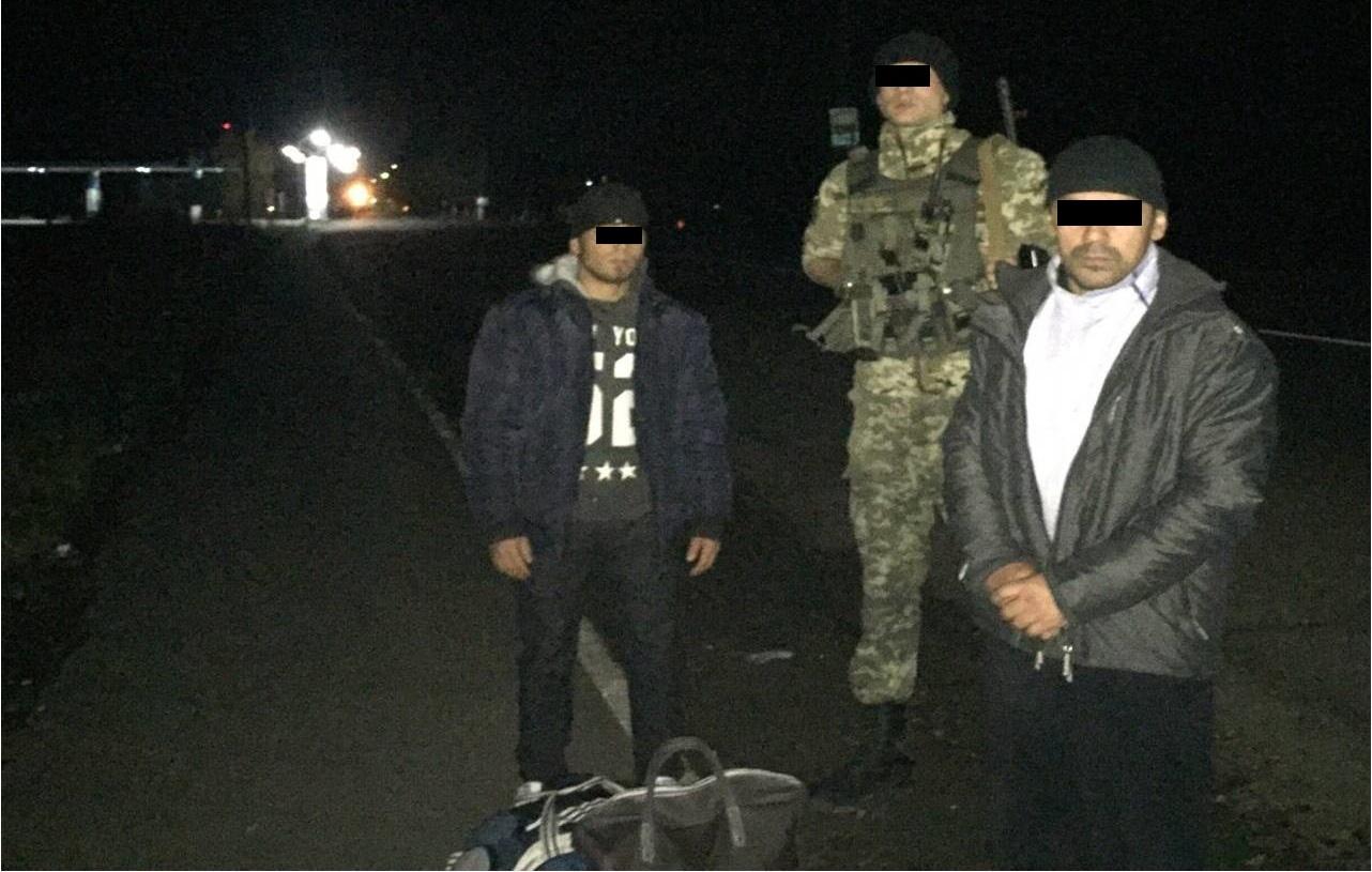На Закарпатті прикордонники затримали двох нелегальних мігрантів з Таджикистану
