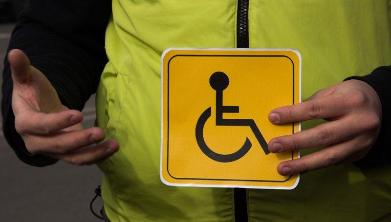 В Ужгороді серед білого дня зловмисник побив інваліда й відібрав від нього планшет