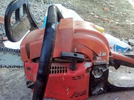 56-річний житель Мукачівщини викрав з багатоповерхівки бензопилу