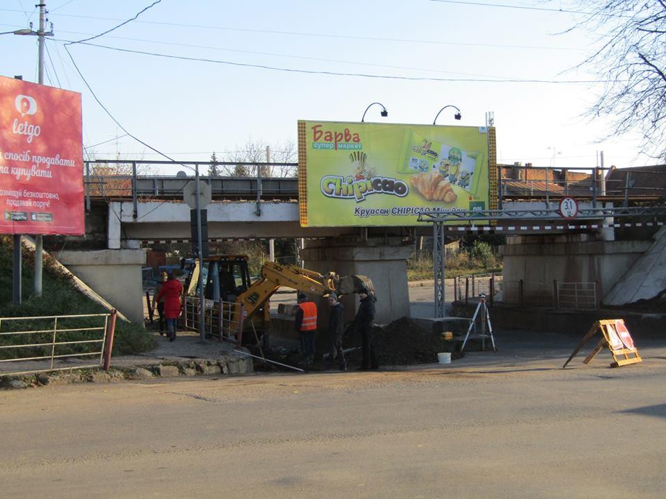 На вулиці Анкудінова в Ужгороді під залізничним мостом автомобільний рух планують відновити наступного тижня