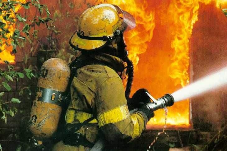Пожежі на Закарпатті: на Іршавщині горіла сільська рада, а на Ужгородщині житлові будинки