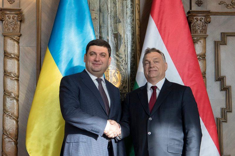 Орбан повідомив про рішення відмінити для українців плату за національні візи до Угорщини