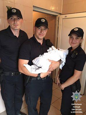 Закарпатське подружжя вдочерило дитину, покинуту на мукачівському вокзалі
