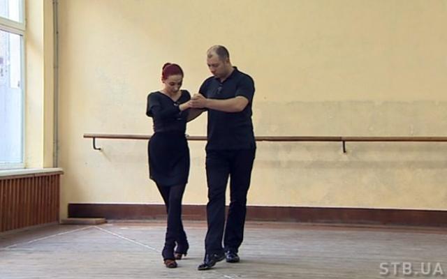 """Дружині не допомагає і соромиться """"звичайної"""" сім'ї: ужгородський татусь із зірковою хворобою потрапив у телешоу"""