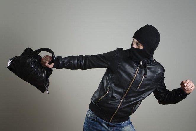 Серійному зловмиснику, який грабував жінок в Ужгороді, загрожує 7 років тюрми